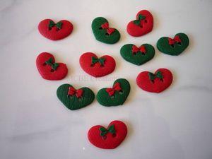 boutons-Noël-coeurs-larges-rouges-et-verts