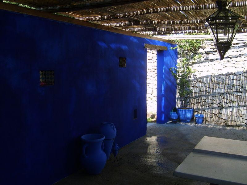 peinture bleu klein le rose du bleu re was auctioned for gbp on june a world record sale for a. Black Bedroom Furniture Sets. Home Design Ideas