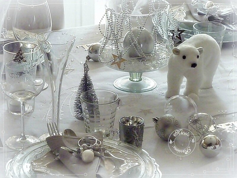 Ma table de no l stella polaire argent et blanc nicole for Decoration de table de noel argent