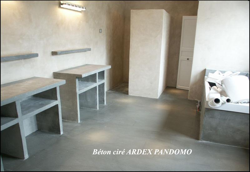 B ton cir sur sol et murs photo de sols et salles de for Beton mural salle de bain