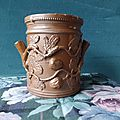 Pot en grès à décor de châtaigne feuilles et fruits modelés