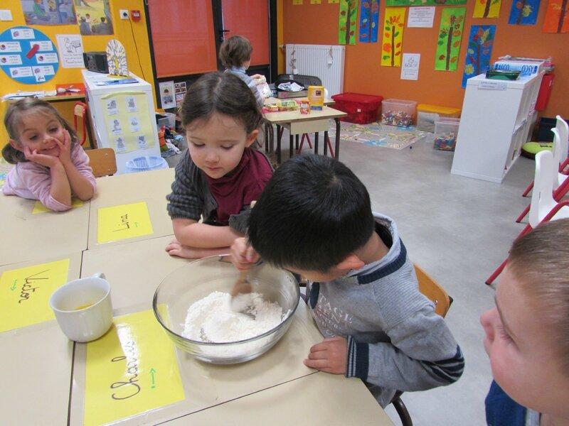 L 39 atelier cuisine comment par marie liesse et victor - Atelier cuisine maternelle ...