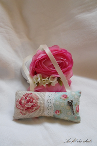 Coussin rose 01