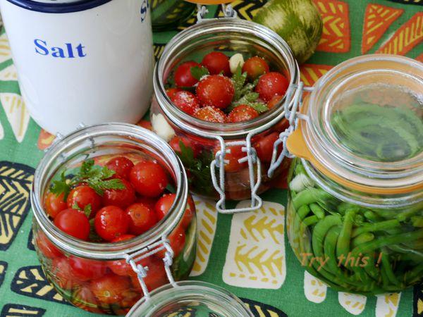 tomates cerises en bocal