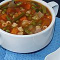 Soupe minestrone aux pâtes et petits légumes