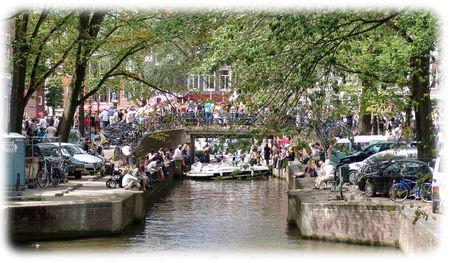 Amsterdam_gay_pride_canaux_1