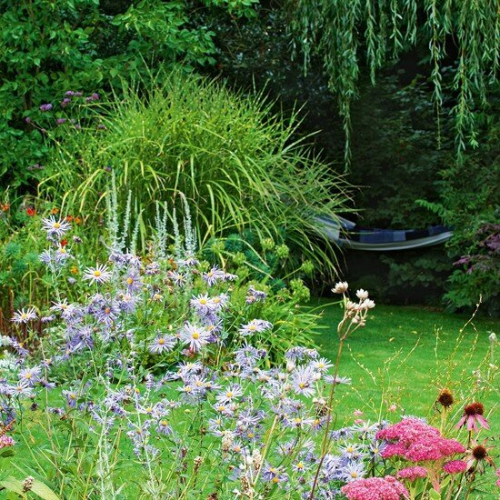 garden-tour-8-country-cottage-garden-HomesGardens