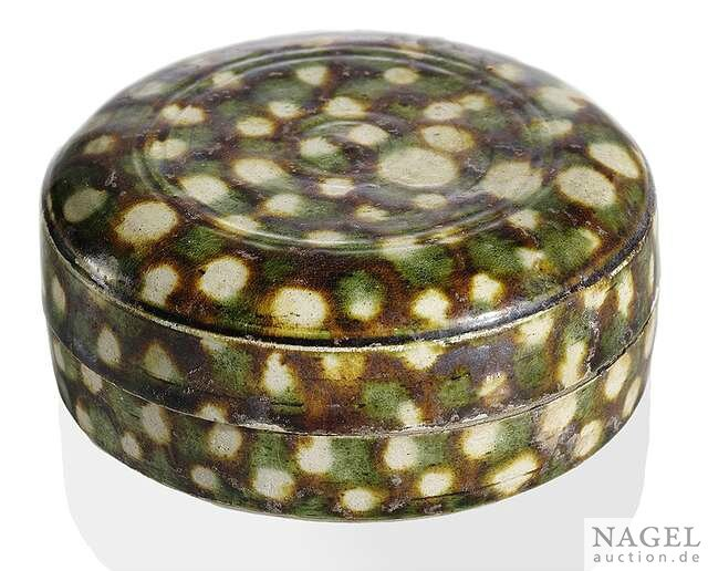 A fine, round sancai-glazed pottery box and cover, China, Tang Dynasty (618-907), 7th or 8th centuryi
