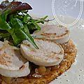 Feuilletes de boudin blanc compotee d'oignon et poires au vin rouge - sauce aux cepes