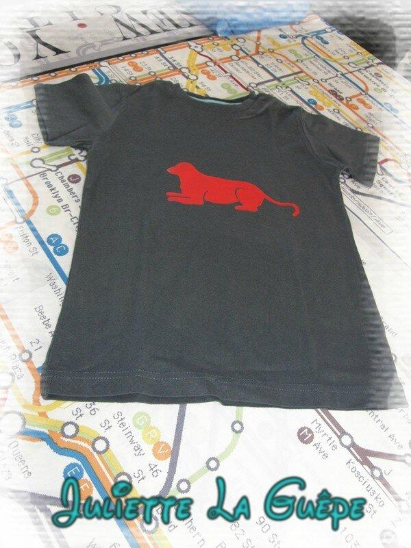 ts mc noir chien rouge