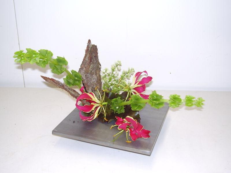 zing mollucella gloriosa photo de art flo composition de table closcrapflower. Black Bedroom Furniture Sets. Home Design Ideas