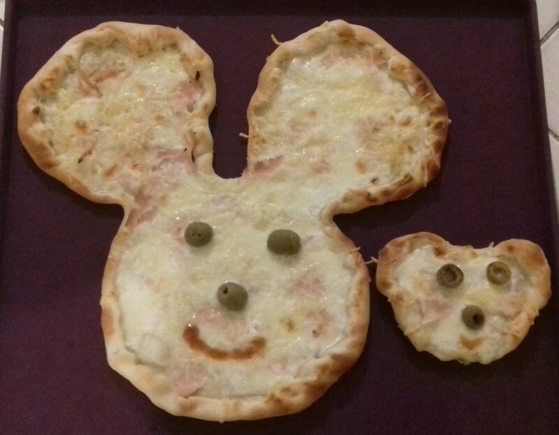 pizza Mickey 17