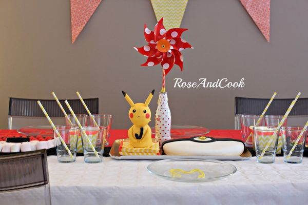un anniversaire pokemon pikachu pokeball sweetable anniversaire facile rose cook. Black Bedroom Furniture Sets. Home Design Ideas
