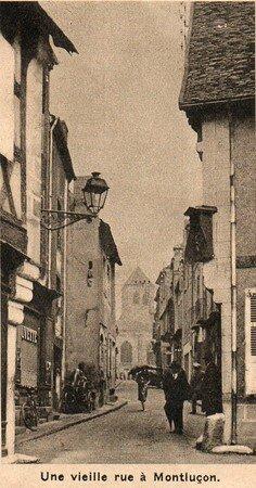 Une_vieille_rue___Montlu_on