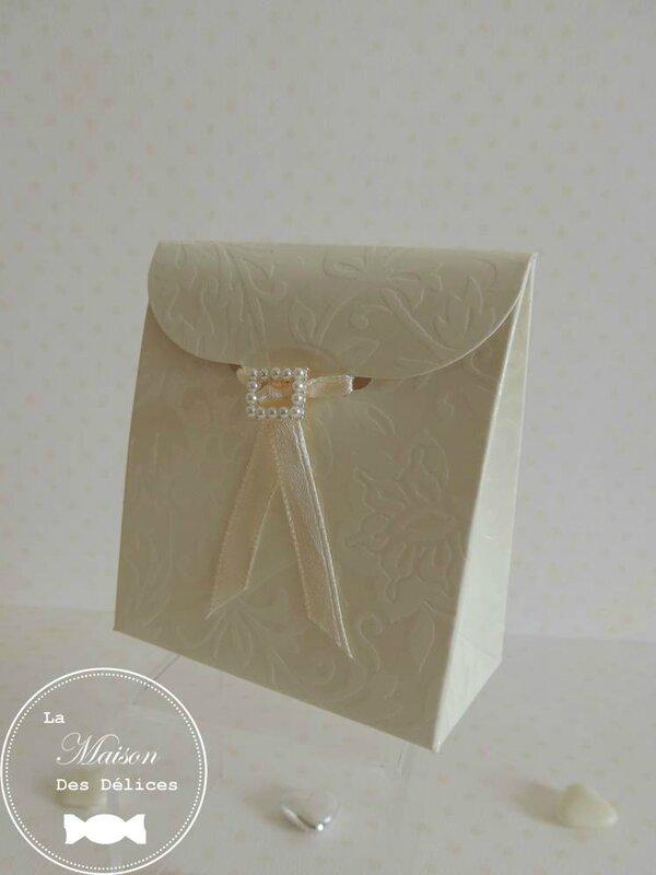 boîte à dragées mariage dentelle lace bijou boucle perle culture contenant ruban organza satin ivoire