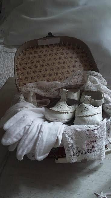 petite valise, chaussure baptême Mélany