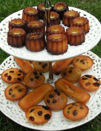 assortiment cannelés, financiers