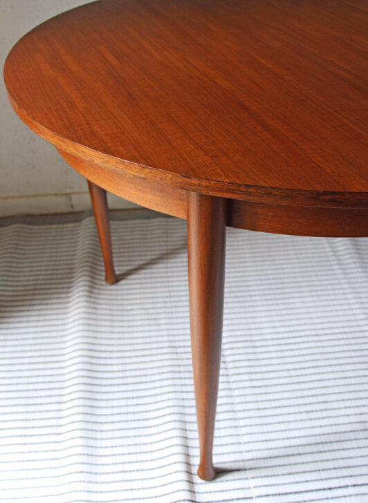 table-ronde-scandinave-detail