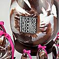 Création de faux oeufs de pâques en chocolat factices (résine) / oeufs effet marbré pour fauchon / factices alimentaires.