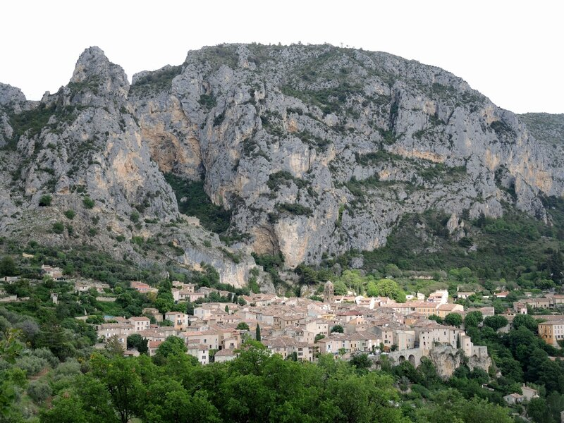 Moustiers-Sainte-Marie, panorama genets 6(04)