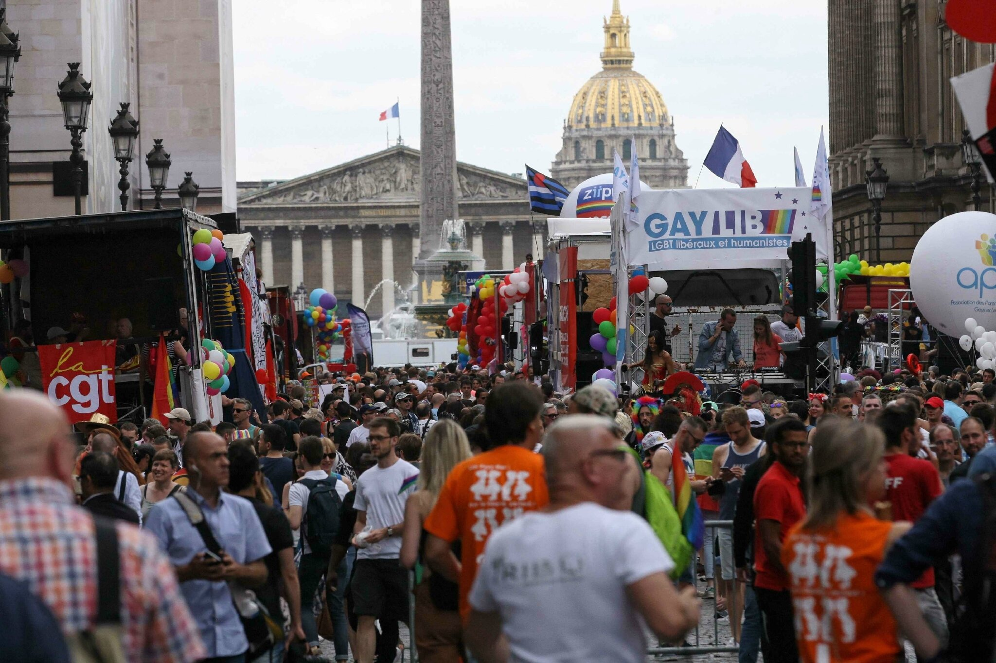 La marche des fiertés revendique la PMA pour toutes. © Michel Stoupak.