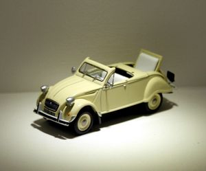 Citroen 2 CV cabriolet 4 saisons de chez Eligor au 1