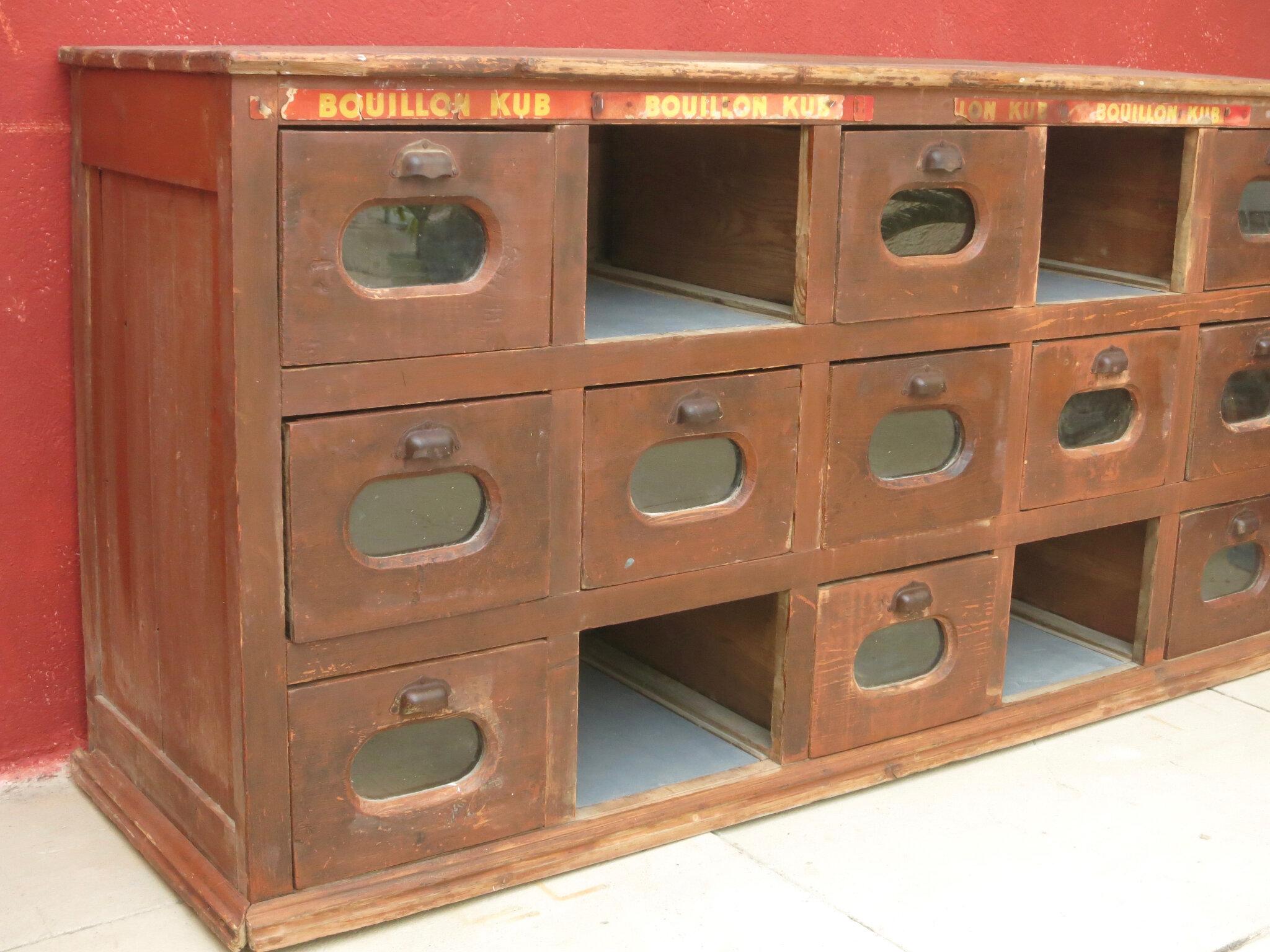 commodes tables et buffets vintage c 39 est vintage. Black Bedroom Furniture Sets. Home Design Ideas
