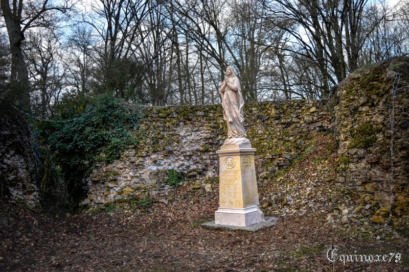 château des essarts statue vierge marie 14 18 Magnificat anima mea Dominum (3)