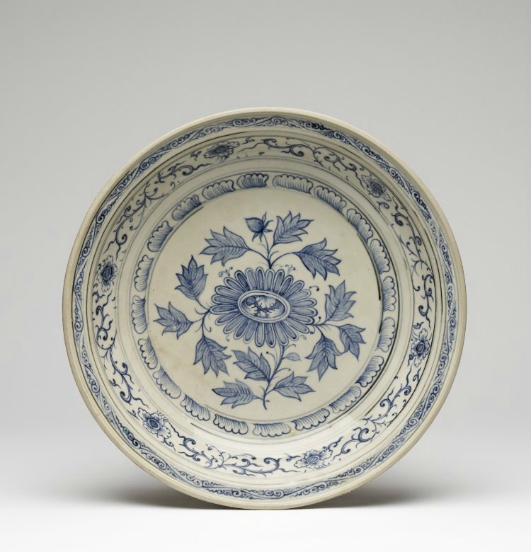 Large blue and white dish, Probably Chu Dau kilns, Red River Delta, northern Vietnam, 1440-1460. British Museum © The Trustees of the British Museum.