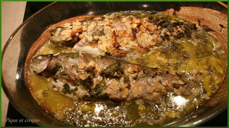 Truite aux amandes pique et croque - Comment cuisiner la truite au four ...