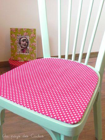 Chaise peinte bleu aqua et tissu à pois rose Au pays des Cactus 4