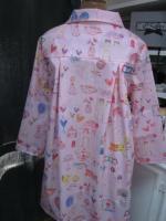 Ciré AGLAE en coton enduit rose imprimé dessins d'enfant fermé par 2 pression dissimulés sous 2 boutons recouverts (8)