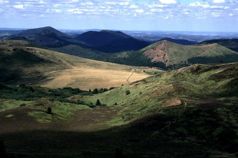 Volcanoes_in_Auvergne_France_