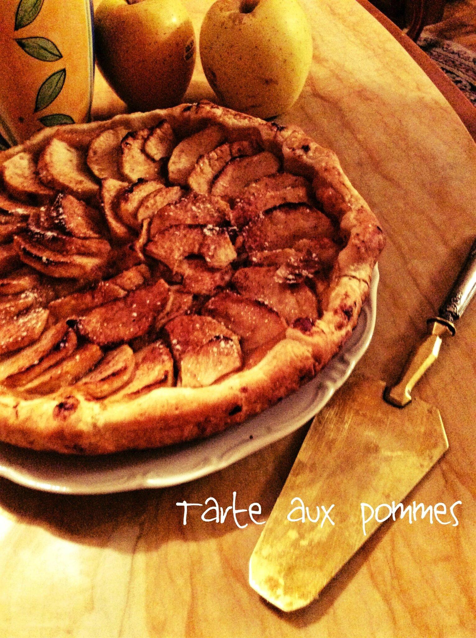 Tarte aux pommes à la cannelle 🍎 [simple et délicieux]