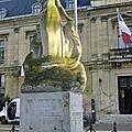Voltaire, jaurès, anatole france : un monument aux morts pour la paix