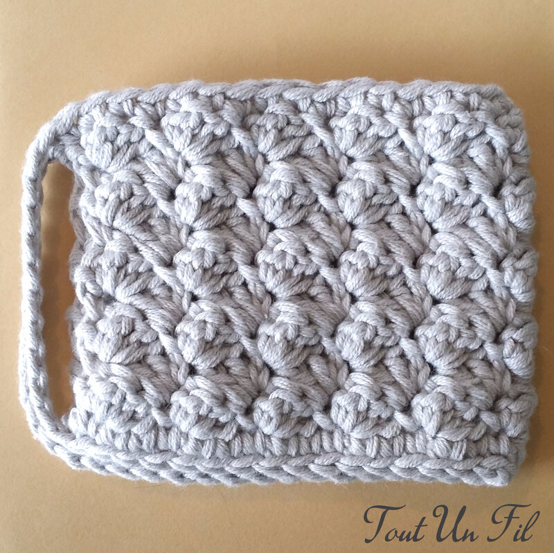 Cosy Mug Gris Point Crochet 02 (2)