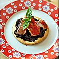 Tartelettes de filets de rougets  la tapenade et coulis de piquillos