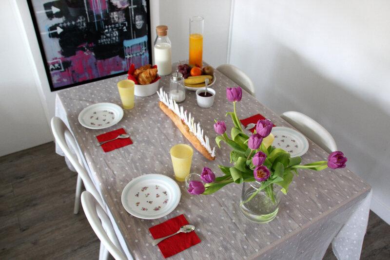 petit_dej_anniversaire_table