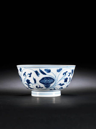 A_blue_and_white_bowl