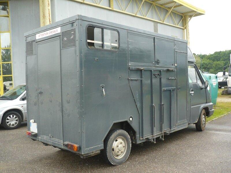 RENAULT Master I van pour chevaux Madine (2)