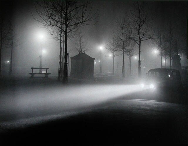 1934-brassai-foggy-paris
