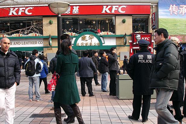 Police_3_Wangfujing_2011__Chinopsis___Adeline_Cassier