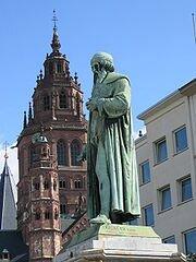 180px-Mainz_Gutenbergdenkmal_und_Dom