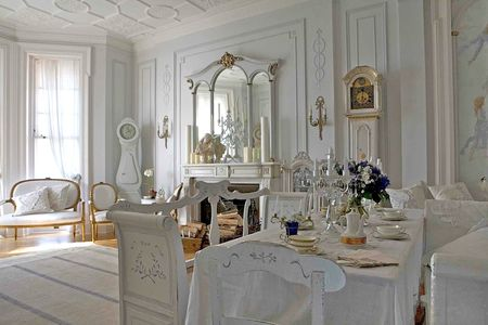 gustavian_20style_20living_20room_20with_20swedish_20antique_20furniture_20__20front_20page_20_1_
