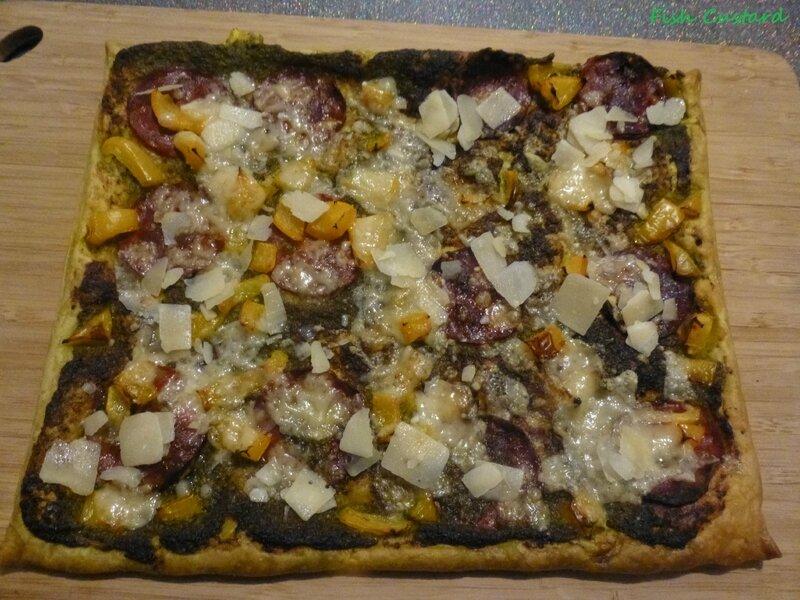 Tarte feuilletée au pesto, chorizo, poivrons et parmesan (5)