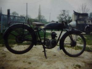 RADIOR_100_BMA_a_moteur_JAP_2_temps_de_1948__c_t__D____incompl_te__Photos_copies_le_1