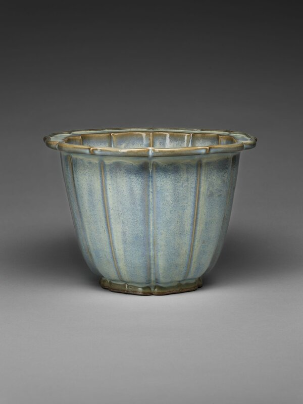 Lobed Flowerpot with Bracketed Foliate Rim, Ming dynasty, 1368-1644, probably 15th century (1)