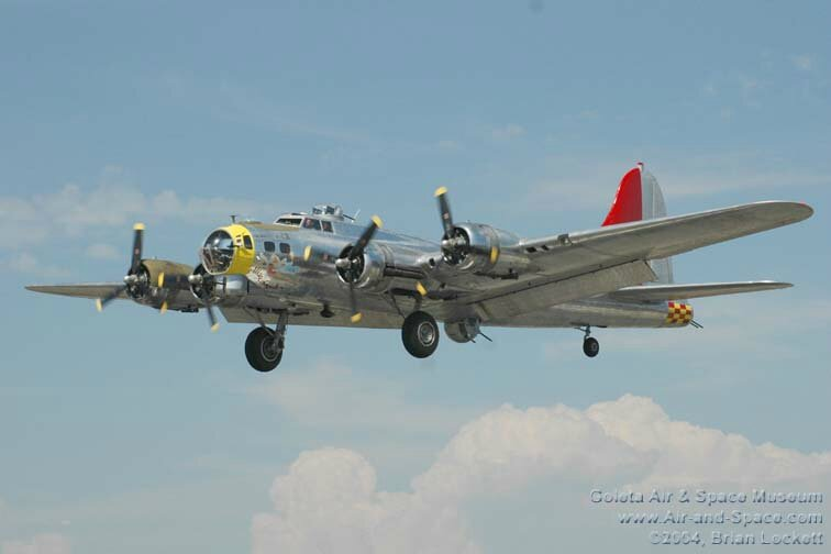 DSC_2216 Boeing B-17G N3509G Miss Angela left front in flight l (1)