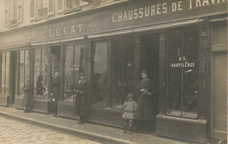 Magasin de chaussures Evreux -Rene et Josephine gerants avant guerre-