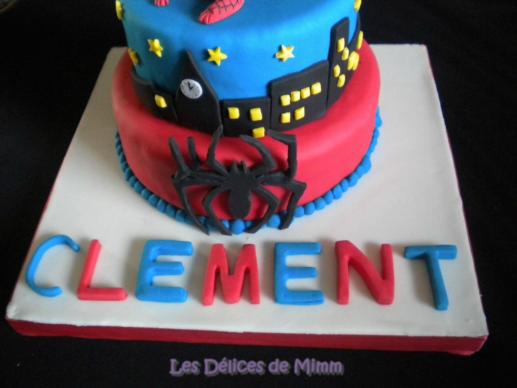 Gateau spiderman pate a sucre